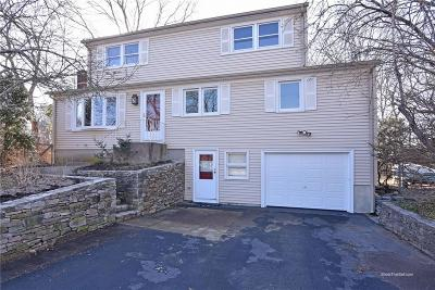 North Kingstown Single Family Home For Sale: 66 Clearview Dr