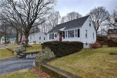 Cranston Single Family Home For Sale: 27 Scotland Rd