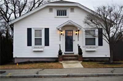 Johnston Single Family Home For Sale: 18 Winfield Rd