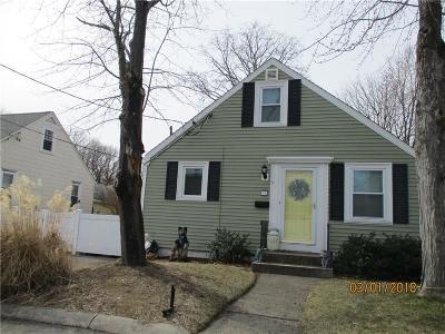 Pawtucket Single Family Home For Sale: 31 Desmarais Av