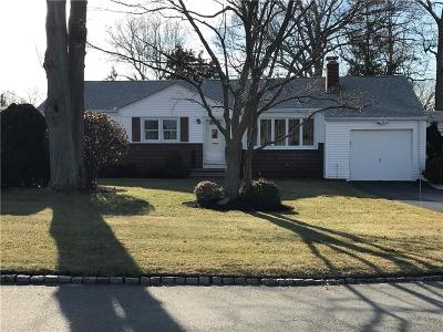 Cranston Single Family Home For Sale: 4 Tophill Dr