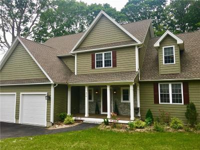 East Greenwich Single Family Home For Sale: 176 Cindyann Dr