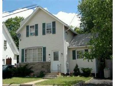 Johnston Single Family Home For Sale: 675 Killingly St