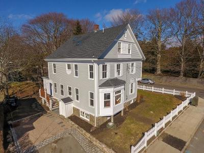 Newport Single Family Home For Sale: 567 Spring St