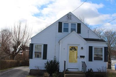 Newport Single Family Home For Sale: 21 Hoppin Rd