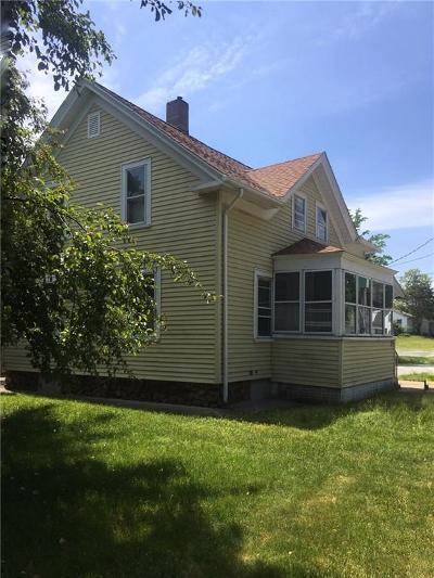 Cranston Single Family Home For Sale: 948 Pontiac Av