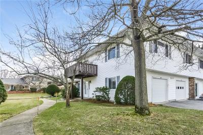 Warwick Condo/Townhouse For Sale: 724 Manomet Ct