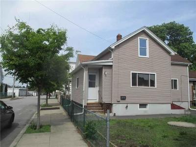 Pawtucket Single Family Home For Sale: 23 Patterson Av