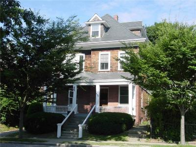 Newport Single Family Home For Sale: 494 Broadway