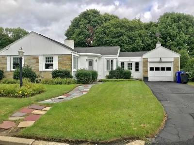 Pawtucket Single Family Home For Sale: 11 King Philip Rd
