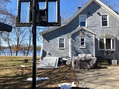 East Providence Single Family Home Act Und Contract: 49 Breeze Av