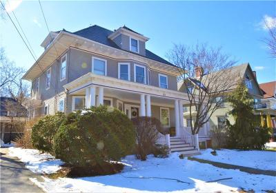 Providence RI Single Family Home For Sale: $389,900