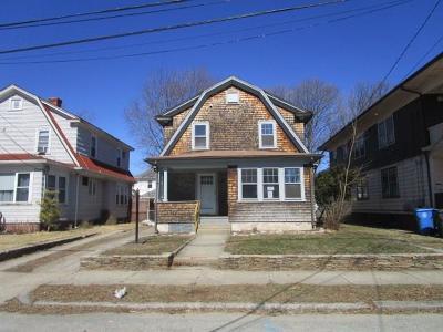 Cranston Single Family Home For Sale: 27 Glenwood Av