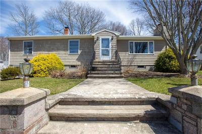 North Providence Single Family Home For Sale: 17 Dunbar Av