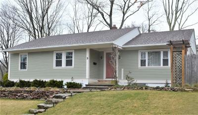 East Greenwich Single Family Home Act Und Contract: 5 Knollwood Av