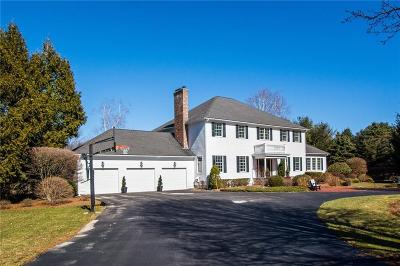East Greenwich Single Family Home For Sale: 155 Hunters Xing