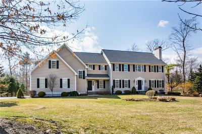 East Greenwich Single Family Home For Sale: 105 Bailey Blvd