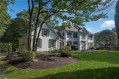 East Greenwich Single Family Home For Sale: 25 Hill Dr