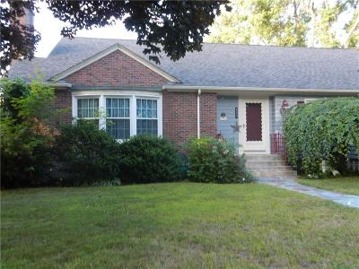 Woonsocket Single Family Home For Sale: 420 Woodland Rd