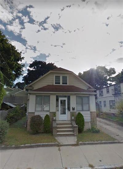 Providence RI Single Family Home For Sale: $200,000