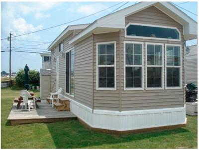 South Kingstown Single Family Home For Sale: 689 Succotash Rd