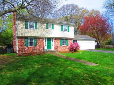 Bristol County Single Family Home For Sale: 5 Meadowbrook Dr