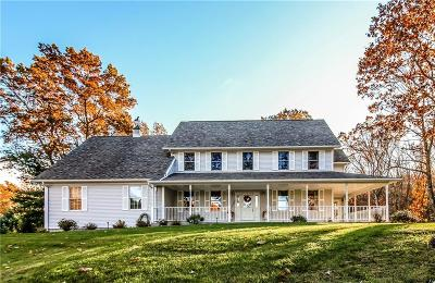 East Greenwich Single Family Home For Sale: 75 Fernwood Dr