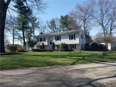 North Kingstown Single Family Home For Sale: 65 Edmond Dr