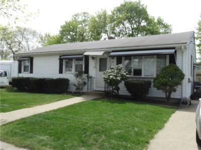 Cranston Single Family Home Act Und Contract: 70 Grant Av