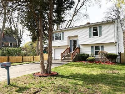 Bristol County Single Family Home For Sale: 40 Wallis Av
