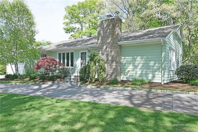 East Greenwich Single Family Home Act Und Contract: 75 Eldredge Av