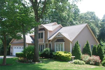 North Kingstown Single Family Home For Sale: 18 Linden Ct
