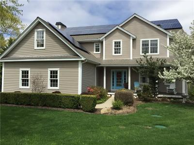 South Kingstown Single Family Home For Sale: 130 Moraine Ct