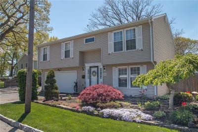 Providence County Single Family Home For Sale: 10 Pilgrim Av