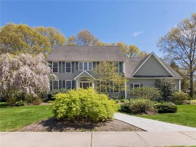 South Kingstown Single Family Home For Sale: 364 Mulberry Dr