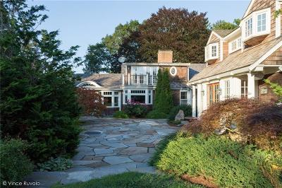 Tiverton Single Family Home For Sale: 511 Nanaquaket Rd