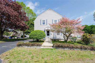 East Providence Single Family Home For Sale: 89 Crescent View Av