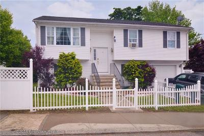 Providence RI Single Family Home For Sale: $240,000