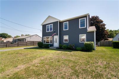Pawtucket Single Family Home For Sale: 228 Rowe Av