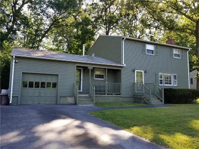 East Greenwich Single Family Home For Sale: 8 Taylor Cir