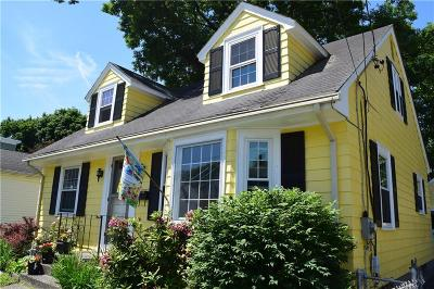 Pawtucket RI Single Family Home For Sale: $179,900