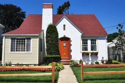 Pawtucket Single Family Home For Sale: 351 Grotto Av