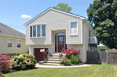 East Providence Single Family Home For Sale: 43 Brightridge Av