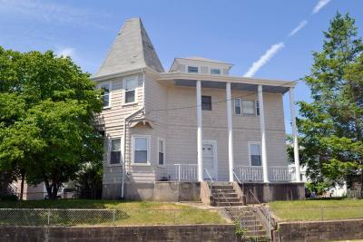 Providence RI Multi Family Home For Sale: $279,000