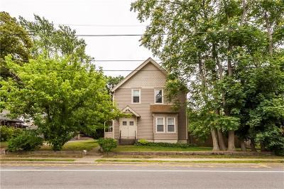 Pawtucket Multi Family Home For Sale: 889 Roosevelt Av