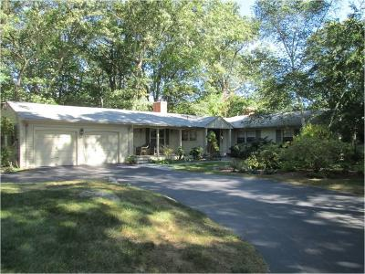 East Greenwich Single Family Home For Sale: 184 Cindyann Dr