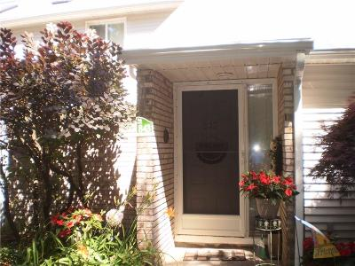 Warwick Condo/Townhouse For Sale: 843 Halifax Dr