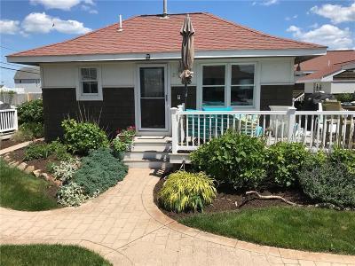 South Kingstown Condo/Townhouse For Sale: 957 - B Matunuck Beach Rd