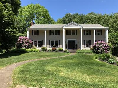 East Greenwich Single Family Home For Sale: 2 Moss Lane
