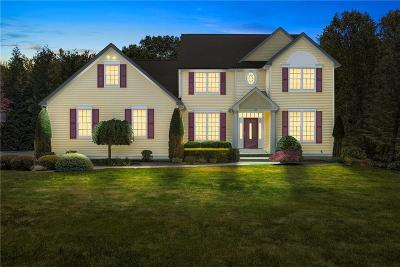 North Kingstown Single Family Home For Sale: 130 Delta Dr